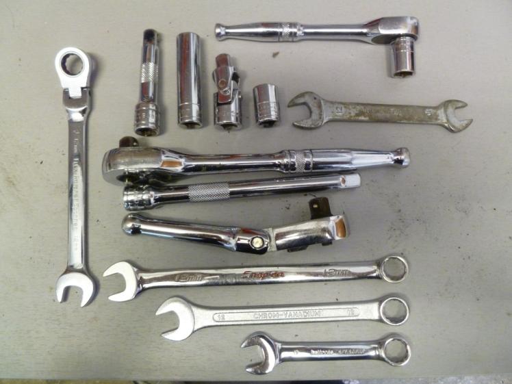 Tools to undo the manifold bolts